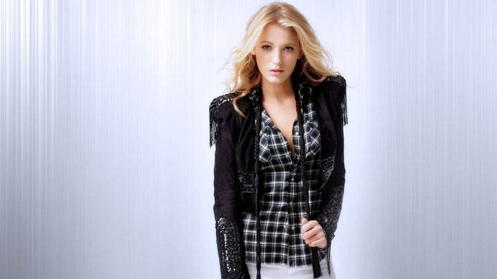 Serena Van Der Woodsen In Black Top And White Jeans Modeling Pose